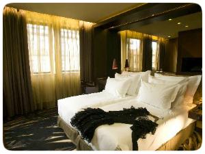 porto les mousquetaires. Black Bedroom Furniture Sets. Home Design Ideas